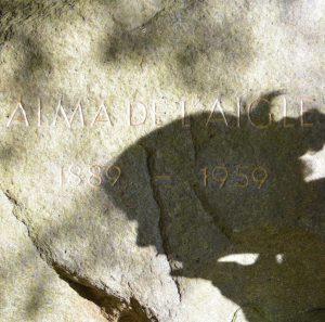 Schattenriss Alma Gedenkstein